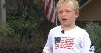 Cậu bé 7 tuổi bơi cả một giờ để giải cứu bố và em gái
